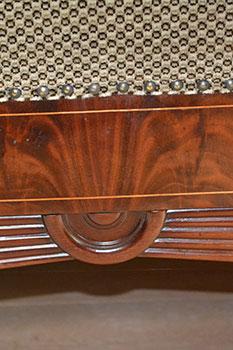 Biedermeier Sofa - Detailaufnahme Strahlschnitzwerk - antike Möbel