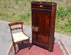 Eckschrank Mahagoni mit Replika Stuhl - Antiquitäten und Möbelbau - Jörg Wedler